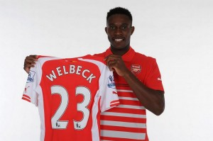 Welbeck-Arsenal-shirt-4