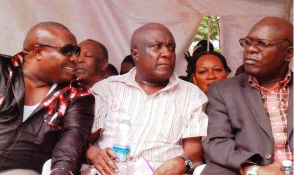 Kasiwukira with the Kwagalana members