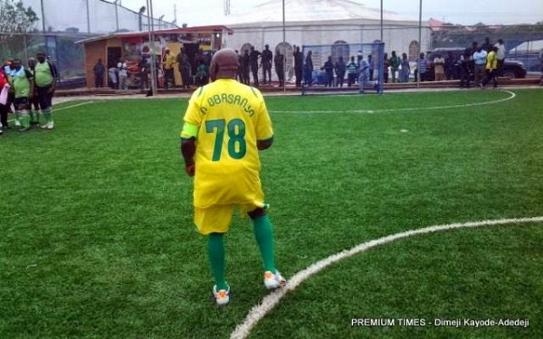 Obasanju bends it like Beckham.