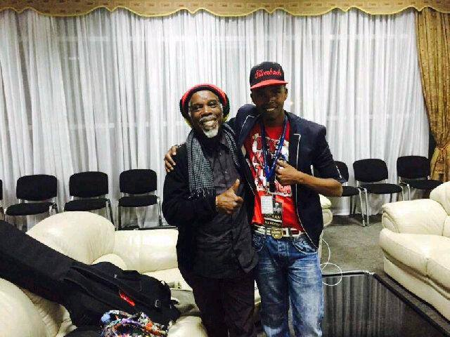 Billy Ocean with comedian Alex Muhangi.