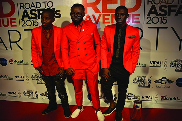 Abryanz poses with the MCs, Douglas Lwanga and Mc Kats