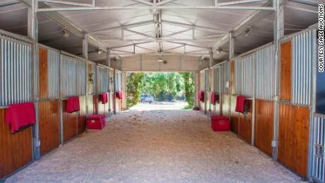 160209154219-oprah-winfrey-horse-farm-barn-large-169
