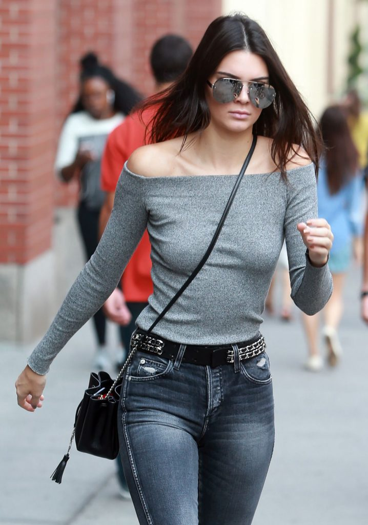 kendall-jenner-casual-style-leaving-her-apartment-in-new-york-city-september-2015_1