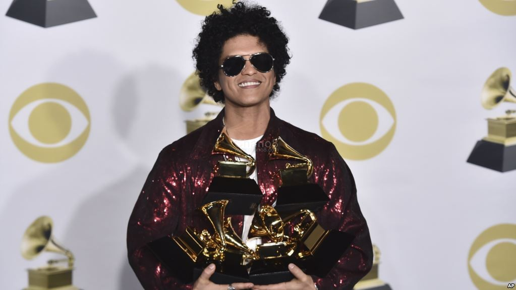 Grammy Awards 2017 Live Stream 688087 besides Article 1141323c Efbc 11e6 961b Ebbb6a829178 likewise Sebastian Ingrosso further G 1 also Grammy Award. on grammy trophy