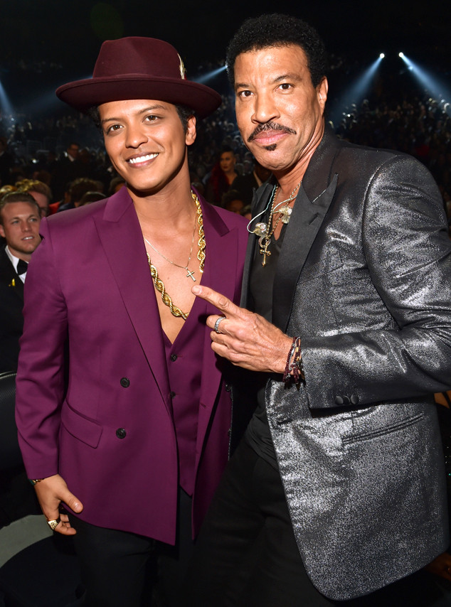 LOS ANGELES, CA - FEBRUARY 15: Musicians Bruno Mars (L) and Lionel Richie attend The 58th GRAMMY Awards at Staples Center on February 15, 2016 in Los Angeles, California. (Photo by Lester Cohen/WireImage)