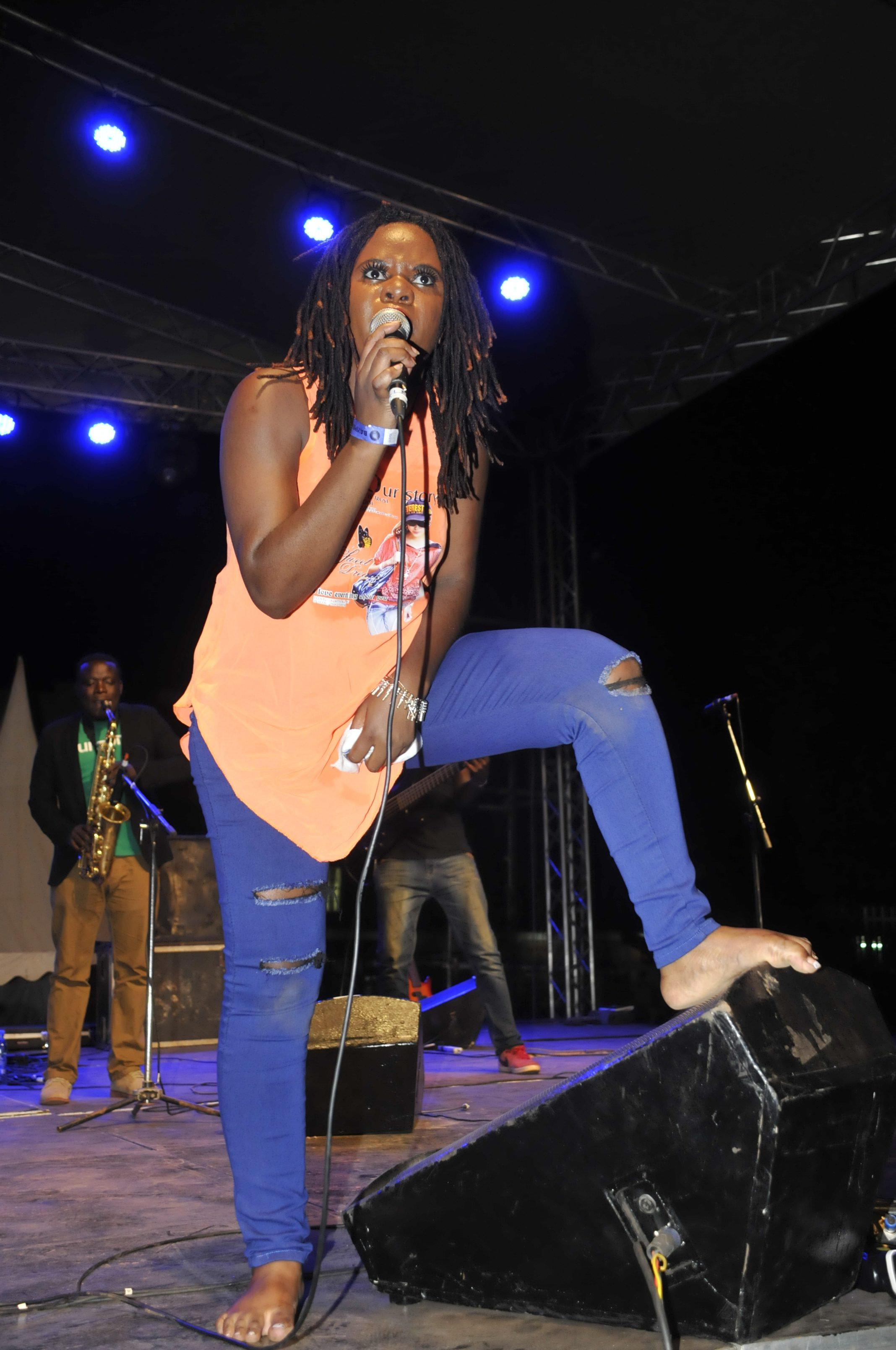 jemima-sanyu-proves-to-funs-that-she-can-perform