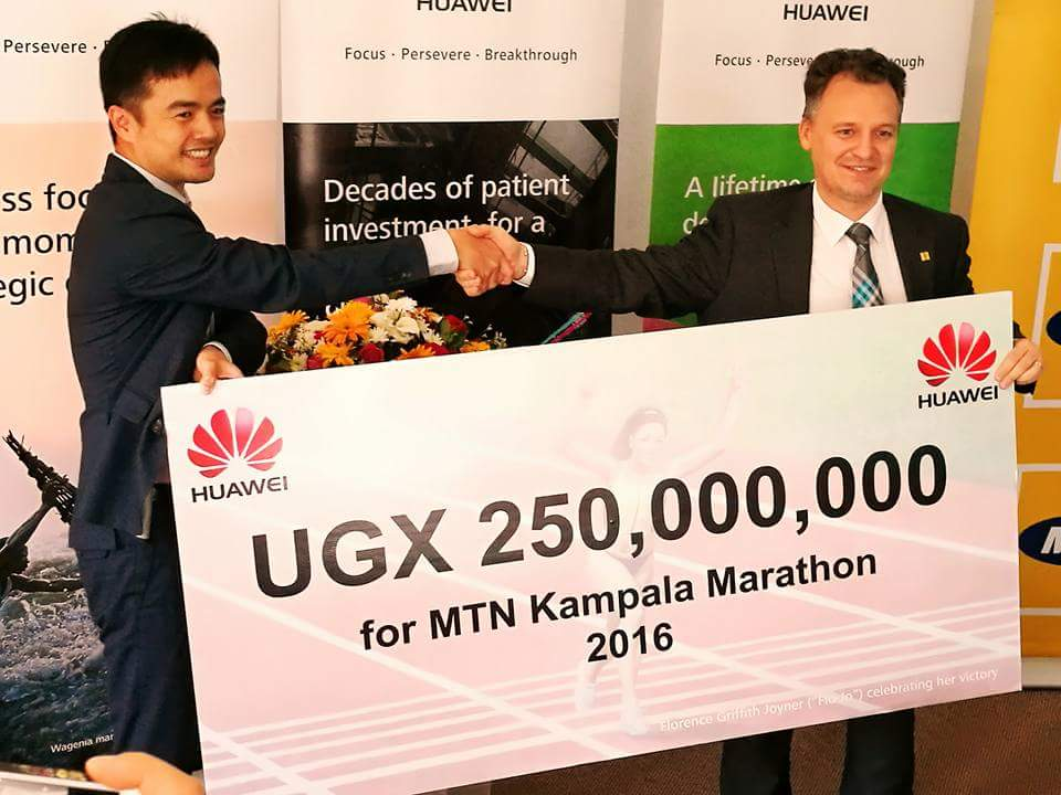 huawei-md-mr-stanley-chyn-l-giving-a-dummy-cheque-of-ugx250000000-to-mr-wim-vanhellepute-r-the-mtn-chief-executive-officer