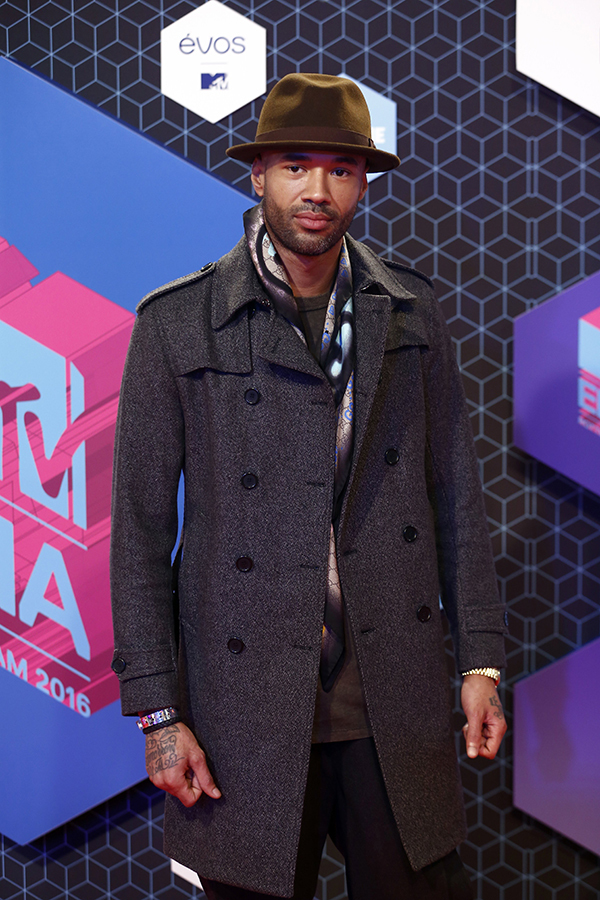 Copyright 2016 The Associated Press. All rights reserved. This material may not be published, broadcast, rewritten or redistributed without permission. Mandatory Credit: Photo by Vincent Jannink/AP/REX/Shutterstock (7391345s) Mr Probz poses for photographers upon arrival at the MTV European Music Awards 2016 in Rotterdam, Netherlands Netherlands MTV EMA 2016 Arrivals, Rotterdam, Netherlands - 06 Nov 2016
