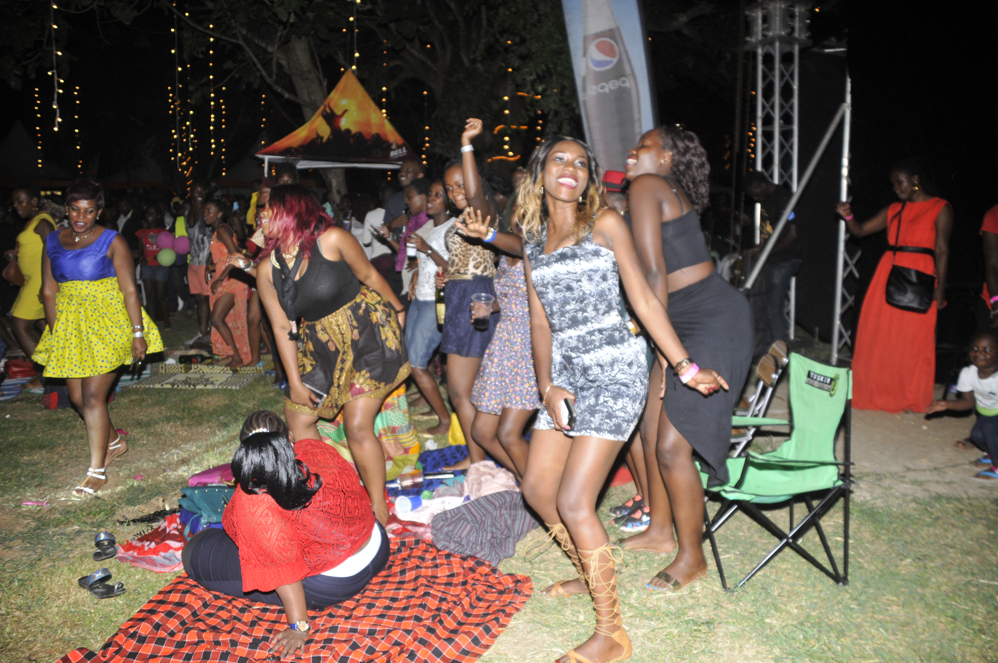 revelers-danced-along-to-their-favorite-songs-performed-at-the-last-roast-rhyme-edition